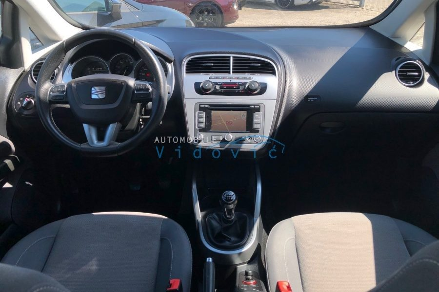 SEAT-Altea-silber-16-900x600